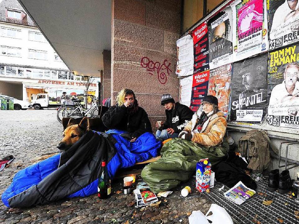 Auch am Kollegiengebäude II der Uni kampieren immer wieder Obdachlose.  | Foto: Ingo Schneider (Archiv)
