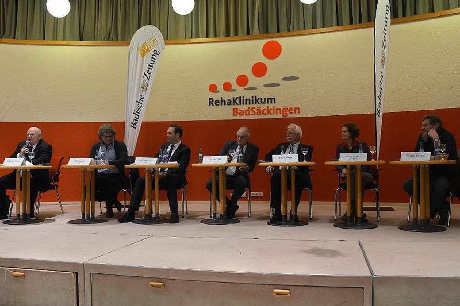 Sechs Kandidaten saßen beim der Diskussion auf dem Podium. (Foto: Felix Lieschke)