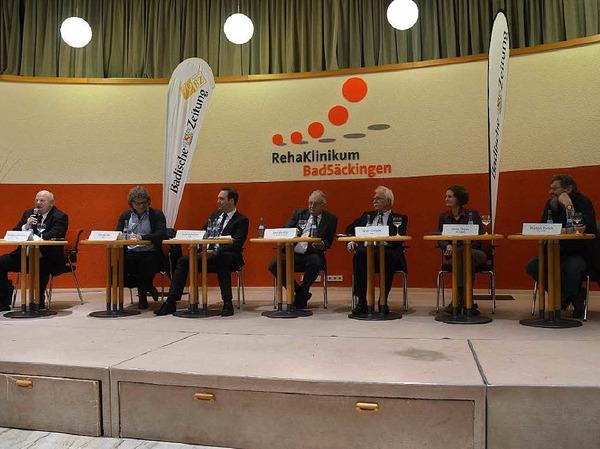 Sechs Kandidaten saßen beim der Diskussion auf dem Podium.