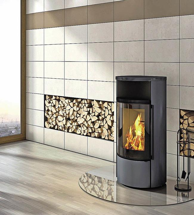 Drinnen kann das Brennholz bis zur nächsten Heizperiode hervorragend trocknen.     Foto: adk
