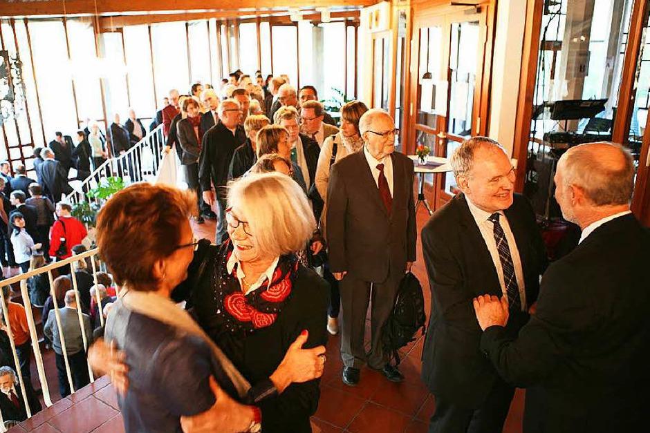 Armin Roesner und Ehefrau Helga Reich-Roesner empfingen viele Gäste persönlich im Eingangsbereich der Halle. (Foto: Bastian Bernhardt)