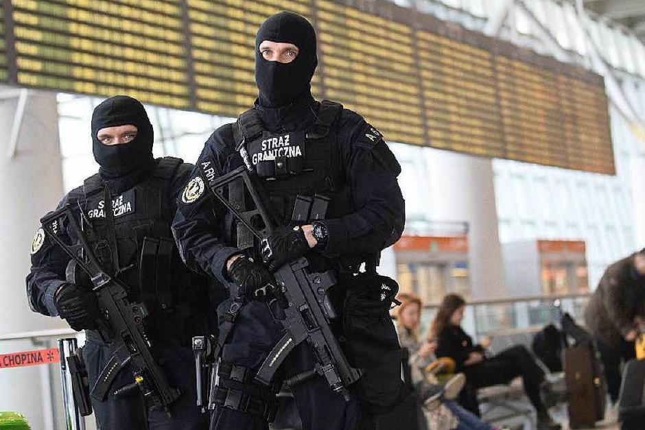 1600 zusätzliche Polizisten und Gendarmen sind im Einsatz. (Foto: dpa)