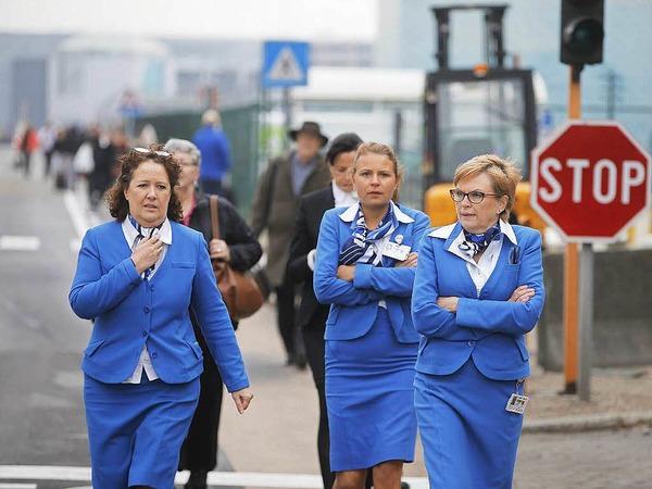 Auch das Personal verlässt den Flughafen.