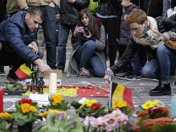 Menschen trauer am Beursplein in Brüssel.