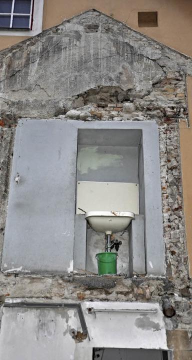 Die Sanierung gibt manchmal auch ungewöhnliche Einblicke frei.  | Foto: Rainer Ruther