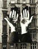 """Die Ausstellung """"RealSurreal"""" in Zürich thematisiert das neue Sehen in der Fotografie"""