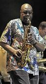Manu Dibango im Jazzhaus: 82 Jahre und kein bisschen müde