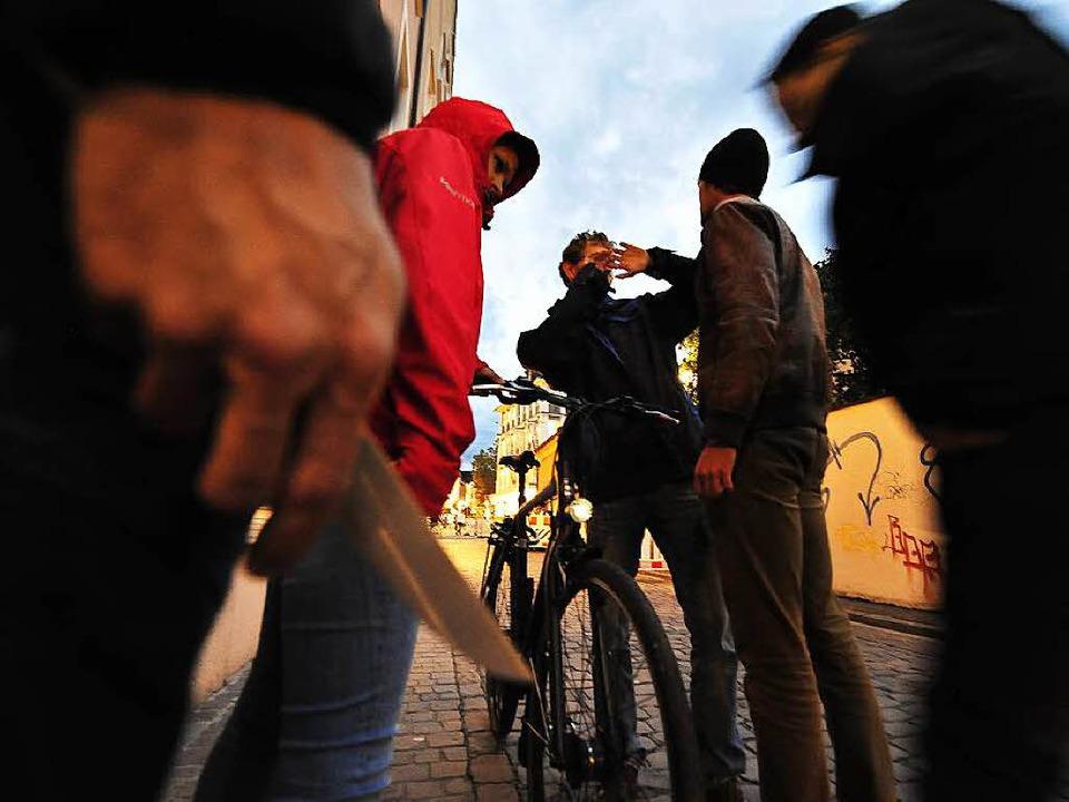 210 Raubüberfälle hat die Polizei 2015...1; ein neuer Höchststand (Symbolbild).  | Foto: Thomas Kunz