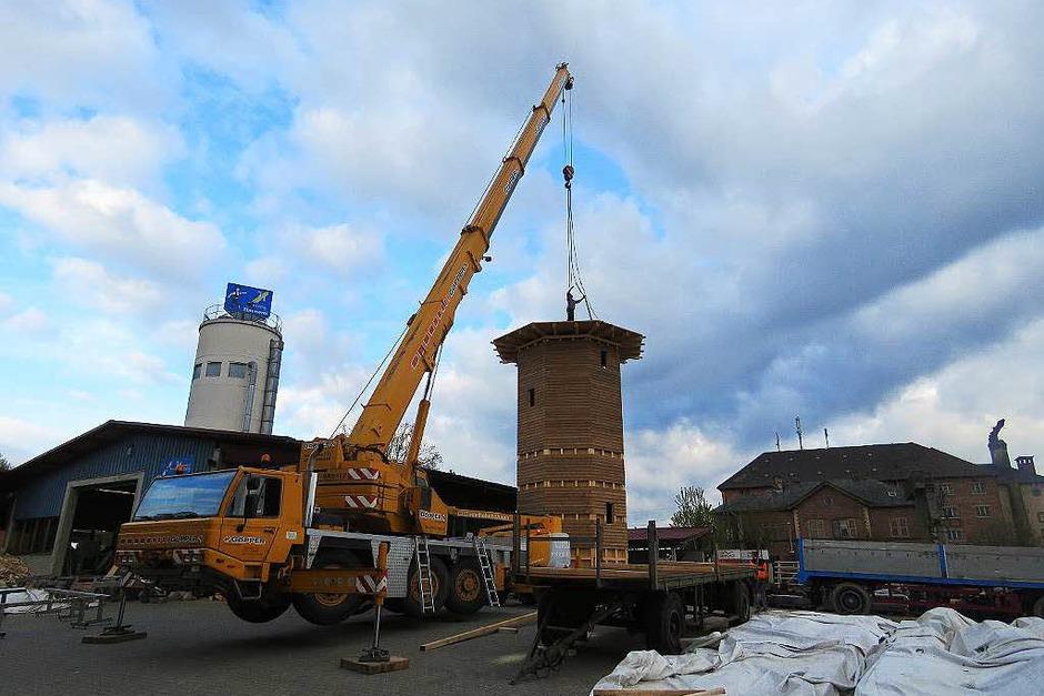 Demontage des Leuchtturms in der Zimmerei Herzog bis zum Abtransport und schließlich Beginn des Wiederaufbaus in Heiligenzell (Foto: Christine Ehlenbröker)