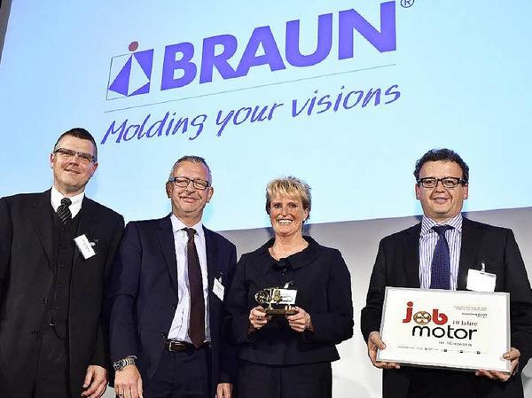 Verleihung des Jobmotor 2015 :(von links) Personalleiter Oliver Bornhäuser, Laudator Christoph Münzer (Hauptgeschäftsführer wvib), Geschäftsführerin Pamela Braun und Klaus Bühler von Braunform GmbH Bahlingen (Preisträger)