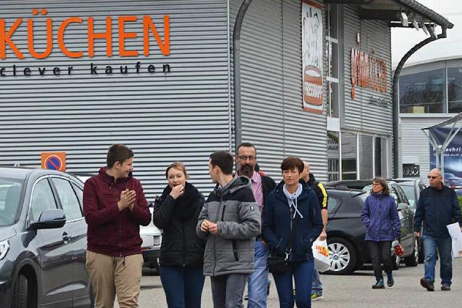 Viel war zu sehen beim Frühlingsmarkt in Binzen – Besucher nutzten vor allem die Regenpausen, um sich dort umzusehen, zu informieren, einzukaufen oder etwas zu essen. (Foto: Victoria Langelott)