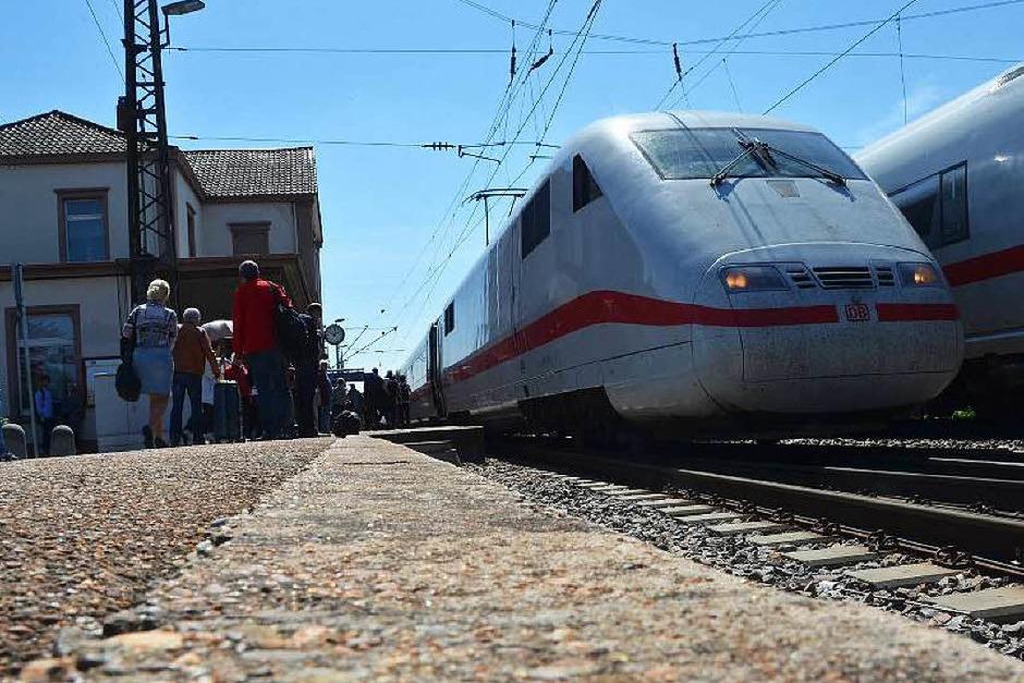 Denzlingen ist zum ICE-Halt geworden, weil es auf der Rheintalbahn zwischen Freiburg und Ebringen erneut einen Erdrutsch gab. (Foto: Max Schuler)
