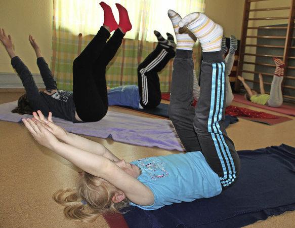 yoga hilft auch kindern beim entspannen bonndorf badische zeitung. Black Bedroom Furniture Sets. Home Design Ideas