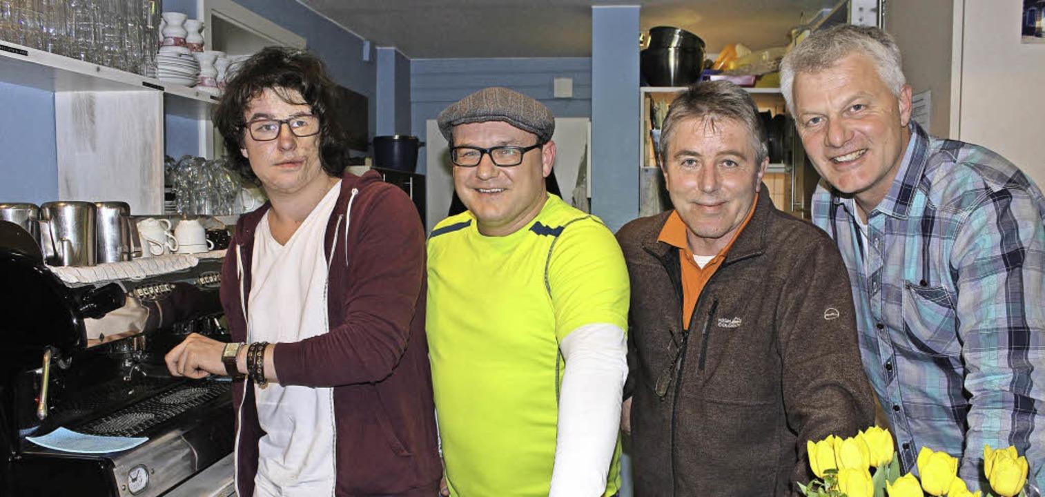 Im Café Satz: Artjom Bulakh, Volker Hö...rger, Hans-Peter Fischer (von links).     Foto: Bernd Fackler