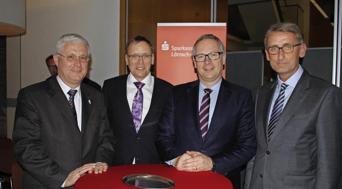 Wolfgang Dietz, André Marker, Georg Fa... über die Niedrigzinspolitik der EZB.   | Foto: Mink
