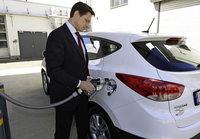 Fraunhoferinstitut erprobt Brennstoffzellenauto