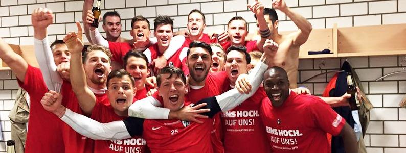 Rot-Wei�e Nacht: So hat der SC Freiburg den Wiederaufstieg gefeiert