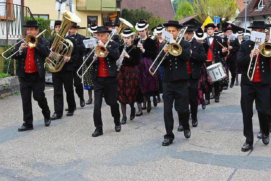 Den Festumzug führte die Musikkapelle Bleibach an. (Foto: Karin Heiß)