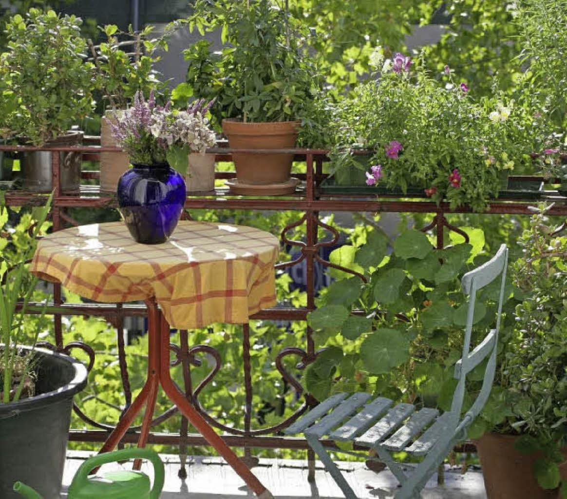 mit dem mai kommt die zeit f r balkon und terrasse haus. Black Bedroom Furniture Sets. Home Design Ideas