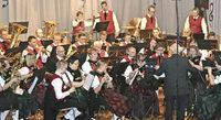 Stadt- und Jugendkapelle musiziert unter freiem Himmel