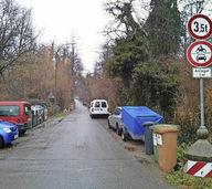 Kritik am wilden Parken im Schlierbergw�ldchen