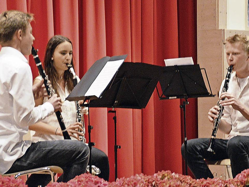 Klarinettentrio mit Samira Woelffle, M...on der Musikschule Mittleres Wiesental    Foto: Edgar Steinfelder