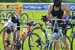 Fotos: Schwimmen, Radfahren und Laufen beim Triathlon Rheinfelden