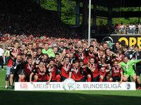 Niederlechner schie�t den SC Freiburg zum Meistertriumph