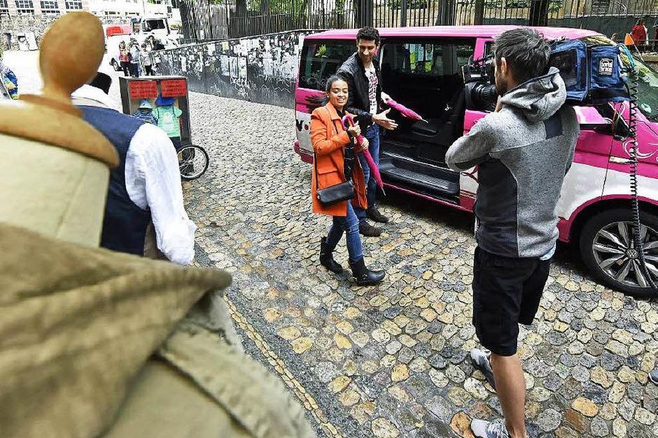 """Kamera läuft: In Freiburgs Innenstadt wird für die Vox-Sendung """"Shopping Queen"""" gedreht. (Foto: Michael Bamberger)"""