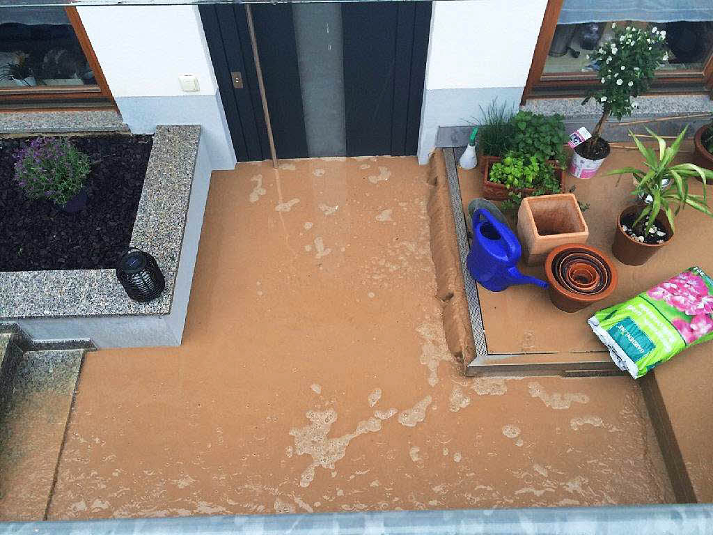starkregen setzt wohnung komplett unter wasser bad krozingen badische zeitung. Black Bedroom Furniture Sets. Home Design Ideas