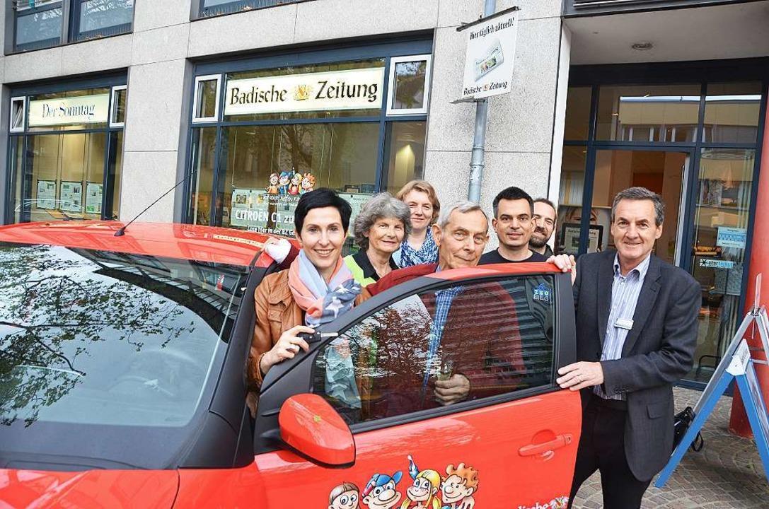 Die Gewinner der BZ-Verlosung  mit BZ-Regionalverlagsleiter Klaus Felber.   | Foto: Maja Tolsdorf