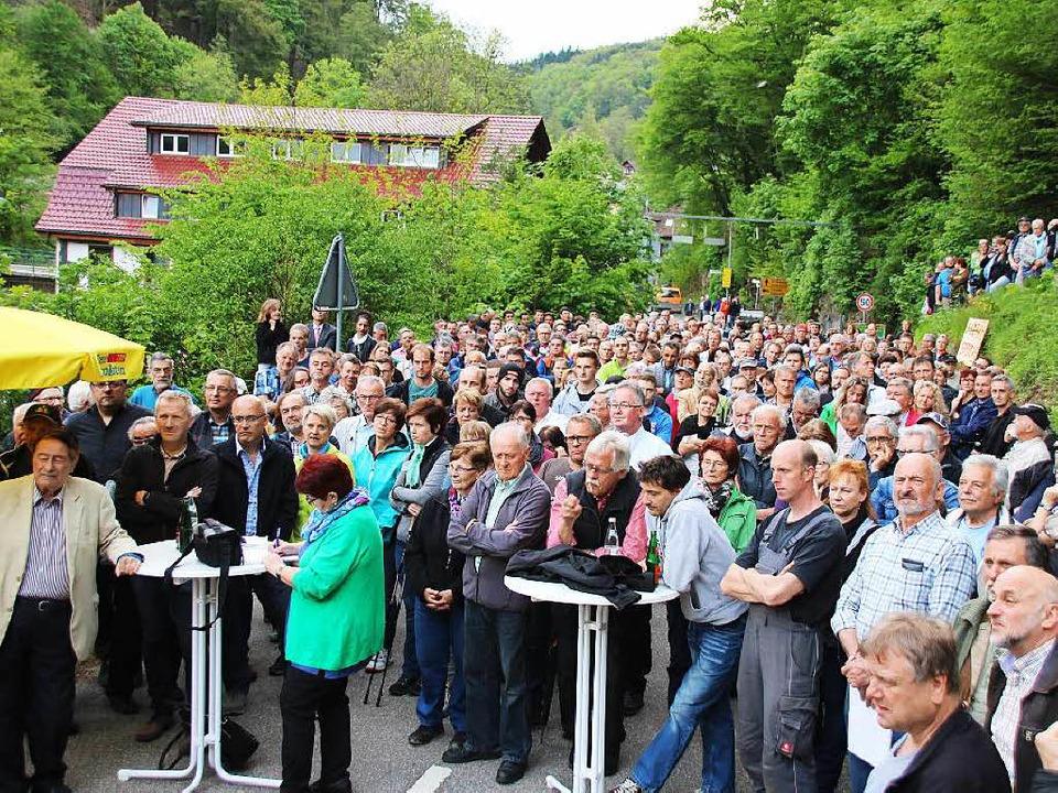 Mehr als 600 Interessierte kamen am Mi... wegen der Sperrung der Albtalstraße.   | Foto: Martin Köpfer
