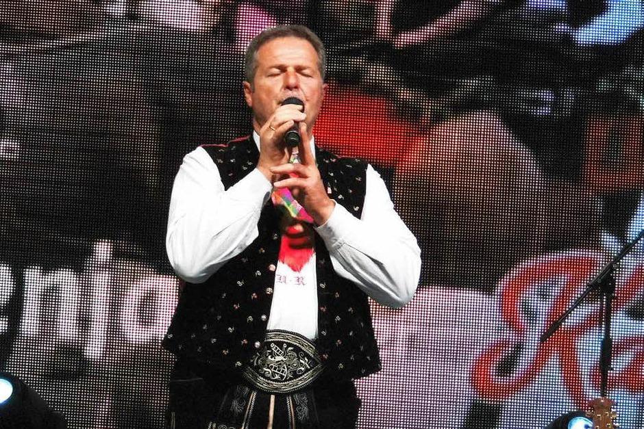 Mit einem umfangreichen Konzert<?TrFug?> programm begeisterten die Kastelruther Spatzen aus Südtirol das Publikum in Murg. Das Vorprogramm bestritt die Sängerin Sonja Christin.