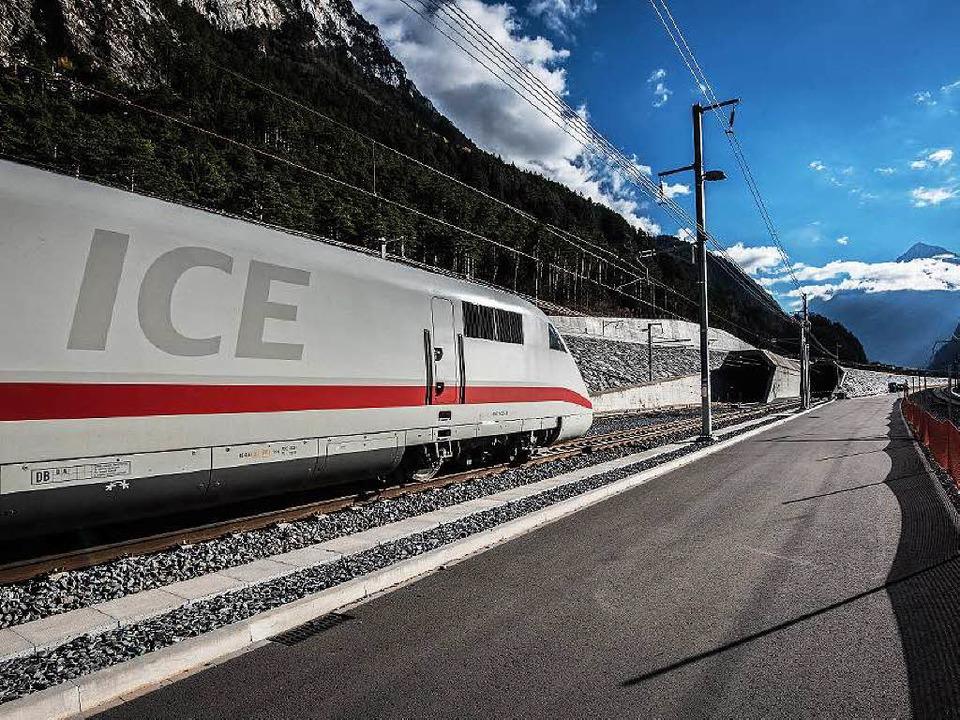 Schneller ans Mittelmeer. Der neue Bah...unterm Gotthard macht's möglich.    Foto: Alp Transit Maurus Huwyler