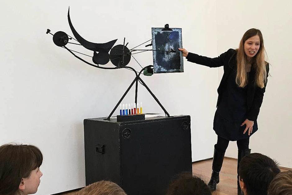 Danach ging es ins Museum. Diese Maschine von Jean Tinguely kann auf Knopfdruck ein Bild malen. (Foto: Sonja Zellmann)