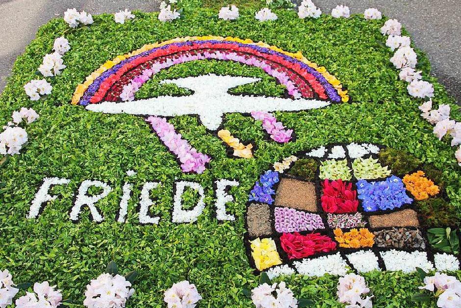 Farbenfrohe Blumenteppiche wurden in Heitersheim gestaltet. (Foto: Sabine Model)