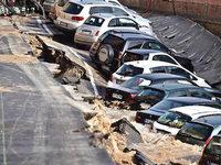 In Florenz sackte die Stra�e ab – und verschluckte Autos
