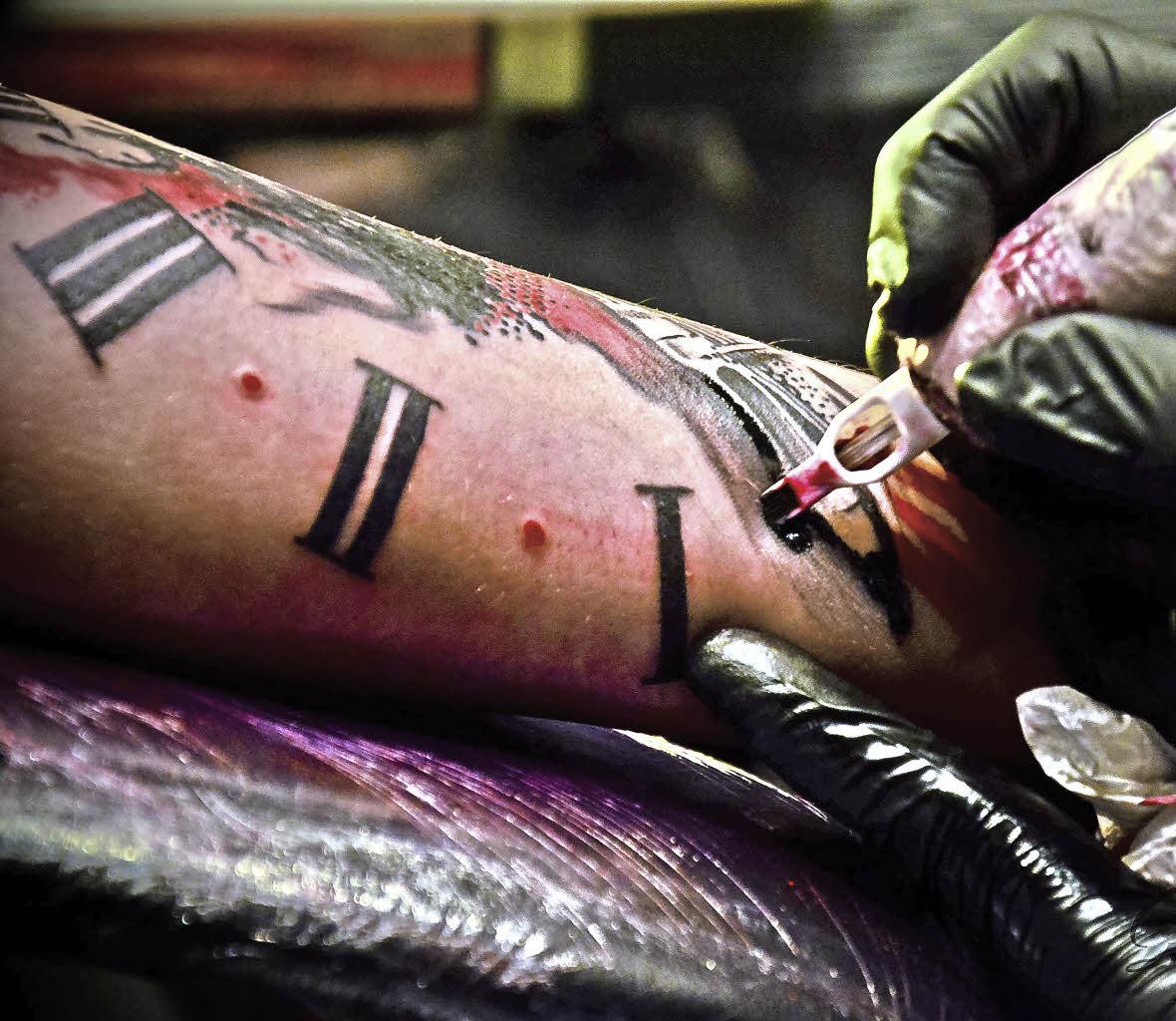 am wochenende ist tattoo convention in offenburg offenburg badische zeitung. Black Bedroom Furniture Sets. Home Design Ideas