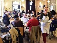 Essenstreff immer beliebter - auch mehr Rentner nutzen ihn