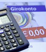 Banken leider unter Niedrigzinsen - und verlangen von den Kunden mehr Geb�hren