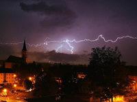 Hagel und Regen in Nordbaden, Schlamm und Blitze im S�den
