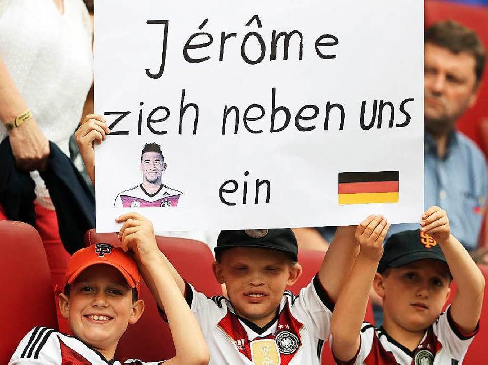 Jérôme Boateng erfährt eine Welle der ... – auch von seinen kleinen Fans.  | Foto: dpa