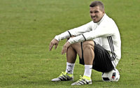 Lukas Podolski lacht
