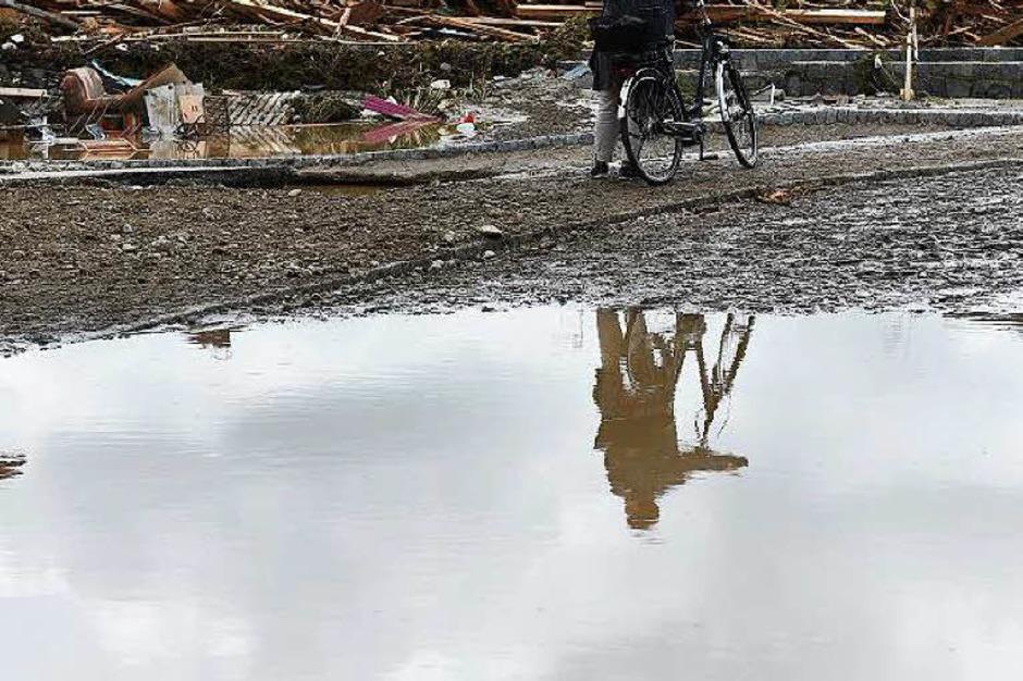 Das Wasser kam rasant und überraschte viele Bürger im Kreis Rottal-Inn. (Foto: AFP)