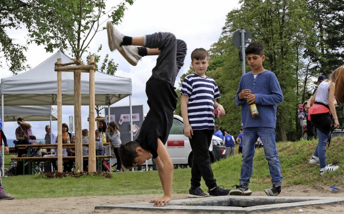 Die Kinder vom Neumatt-Quartier nahmen den neuen Platz gleich in Beschlag.   | Foto: Katharina Bartsch