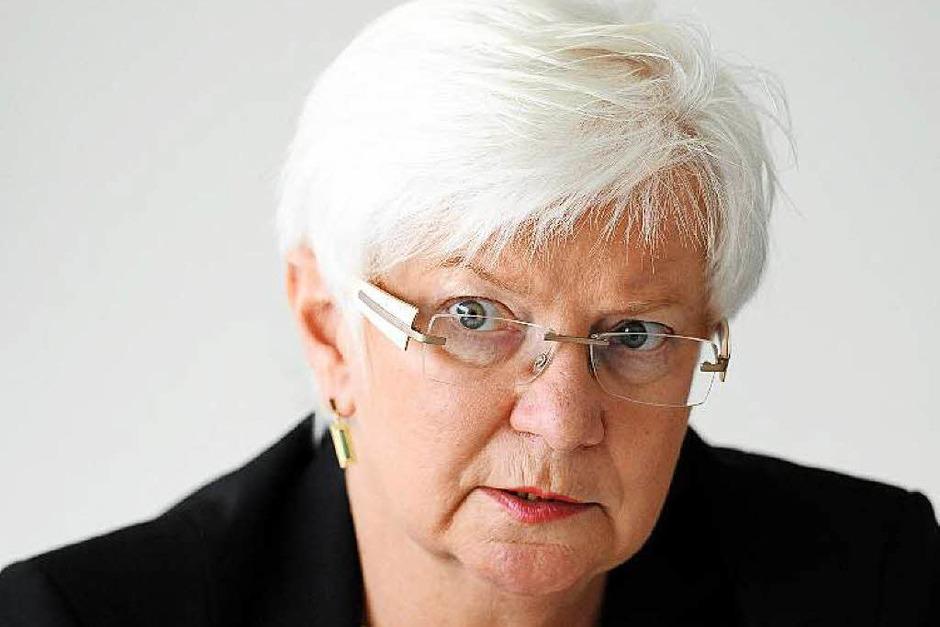 Gerda Hasselfeldt: FÜR die 65-jährige Vorsitzende der CSU-Landesgruppe im Bundestag spricht,  dass sie  integrierend wirkt. GEGEN sie spricht,  dass   ihre Partei der Generallinie der deutschen Politik derzeit nur zähneknirschend zustimmt. (Foto: dpa)