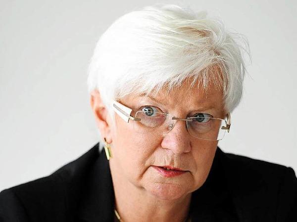 Gerda Hasselfeldt: FÜR die 65-jährige Vorsitzende der CSU-Landesgruppe im Bundestag spricht,  dass sie  integrierend wirkt. GEGEN sie spricht,  dass   ihre Partei der Generallinie der deutschen Politik derzeit nur zähneknirschend zustimmt.