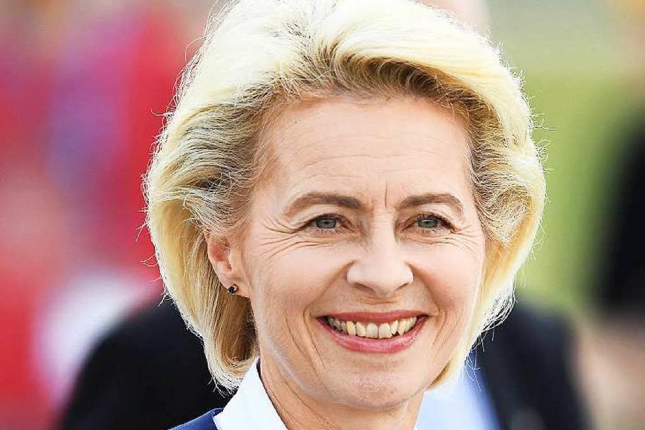 Ursula von der Leyen: FÜR die Verteidigungsministerin spricht, dass ihr die Kompetenz für jedes höhere politische Amt zugesprochen wird. GEGEN sie spricht, dass man sie sich im herzerwärmenden Dialog mit Bürgern nicht recht vorstellen kann. (Foto: dpa)