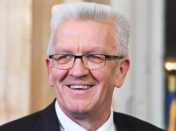 Winfried Kretschmann: FÜR Kretschmann spricht,  dass er mit seiner uneitlen und pragmatischen Art zu den beliebtesten Politikern der  Republik zählt. GEGEN ihn spricht, dass er gerade erst wiedergewählt worden ist.