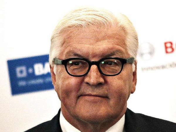 Frank-Walter Steinmeier: FÜR den  Außenminister spricht, dass er zu den am meist geschätzten Politikern im Lande zählt. GEGEN Steinmeier spricht, dass Kanzlerin Merkel vermutlich keinen SPD-Mann im höchsten Amt des Staates haben möchte.